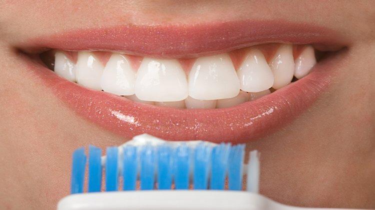 Dişleriniz Kalp Hastalığı Riskinizi Üç Kat Artırabilir