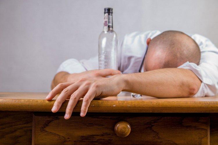 Pandemide, 3 Haftada 70 Kişi Metil Alkolden Hayatını Kaybetti