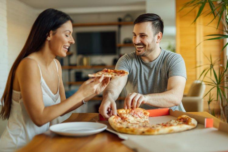 Yeni Evli Çiftler Dikkat: Bu Hatalar Kilo Aldırıyor