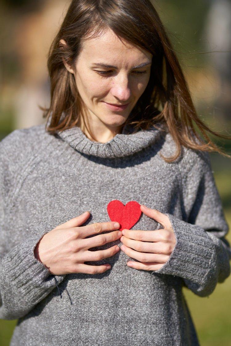 Dikkat: Kalp Krizi Geçiren Kadınların Yüzde 42'si Göğüs Ağrısı Hissetmiyor