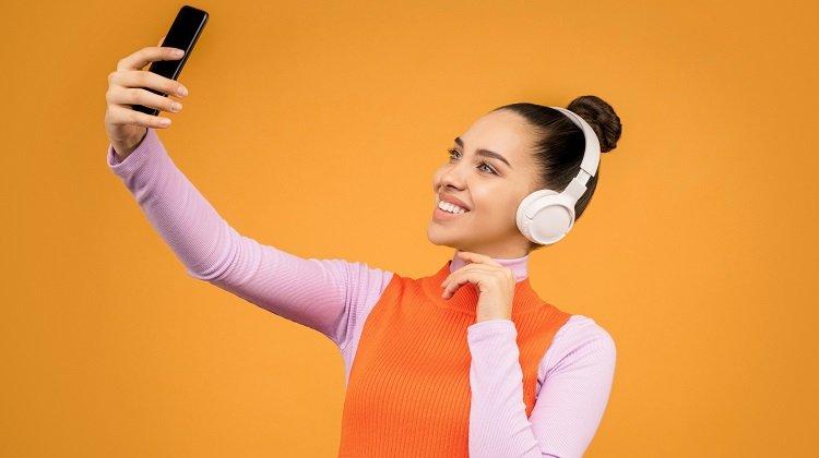 Akıllı Telefonların Neden Olduğu Boyun Ağrıları