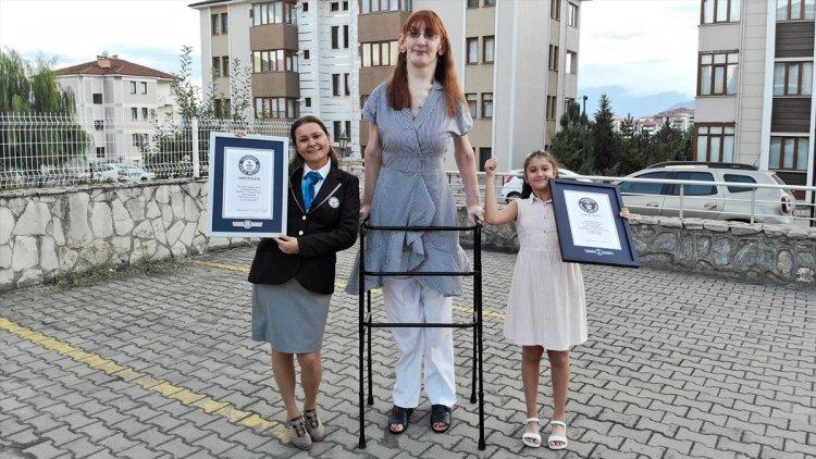 Yaşayan En Uzun Kadın Rümeysa Gelgi Guinness Rekoru Kırdı