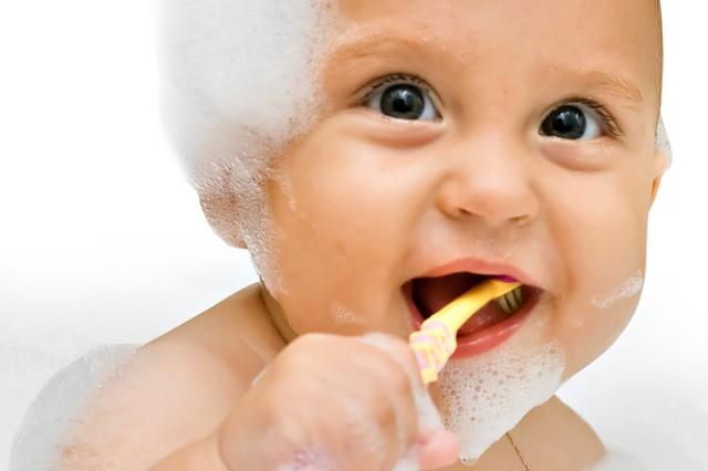 Bebeklerde Diş Çürükleri Nasıl Önlenir?
