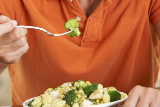 Hızlı Ve Sıcak Yemek Mide Kanseri Riskini Artırıyor