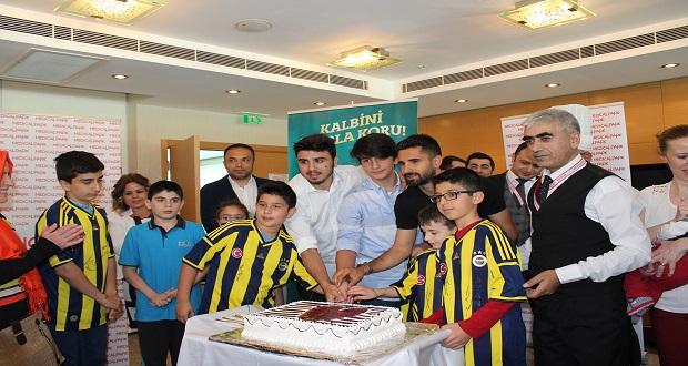 Fenerbahçeli Futbolcular Küçük Kalp Hastalarıyla Buluştu
