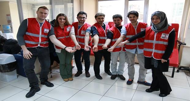 Kış Nedeniyle Düşen Kan Bağışlarına Gençler El Attı