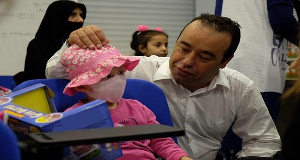 Bms Çalışanları Kanser Hastası Çocukları Ziyaret Etti