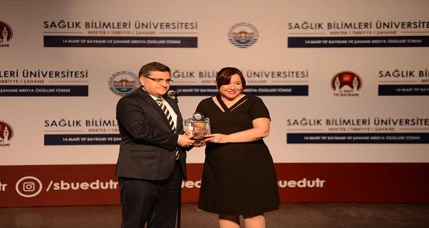 """Esra Kazancıbaşı Öztekin'e """"En Başarı Köşe Yazarı"""" Ödülü"""