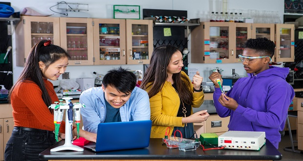 """Amgen Vakfı'nın Ücretsiz Bilim Eğitim Platformu """"LabXChange"""" Geleceğin Bilim İnsanlarını Bir Araya Getiriyor"""